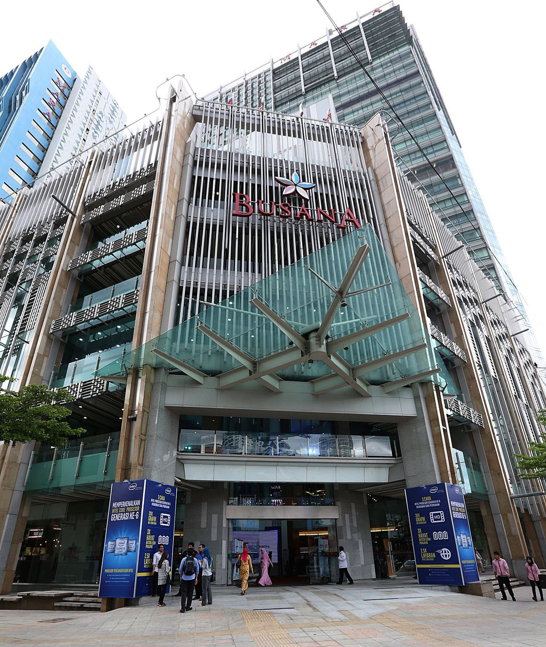 pixmall  -  Caption:  TheMara Digital mall – billed as the latest hub for information technology (IT) products – opened in Malaysia on Dec 8, 2015.##########semall16##########SIN CHEW