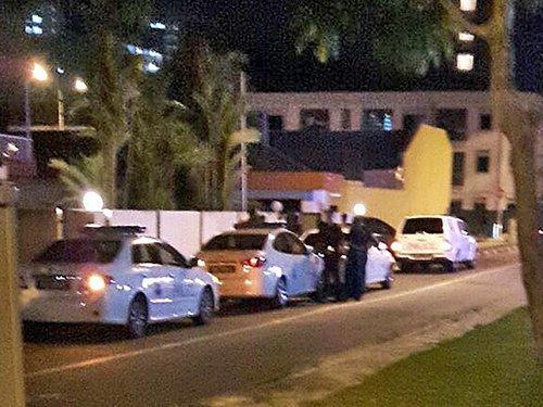 警察向涉及事件者了解情况。