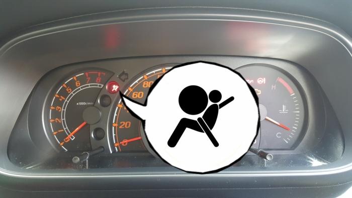 若车主要测试安全气囊是否操作,最简单的方式是使用钥匙启动汽车引擎的时候,注意看前方仪錶板的警示灯。