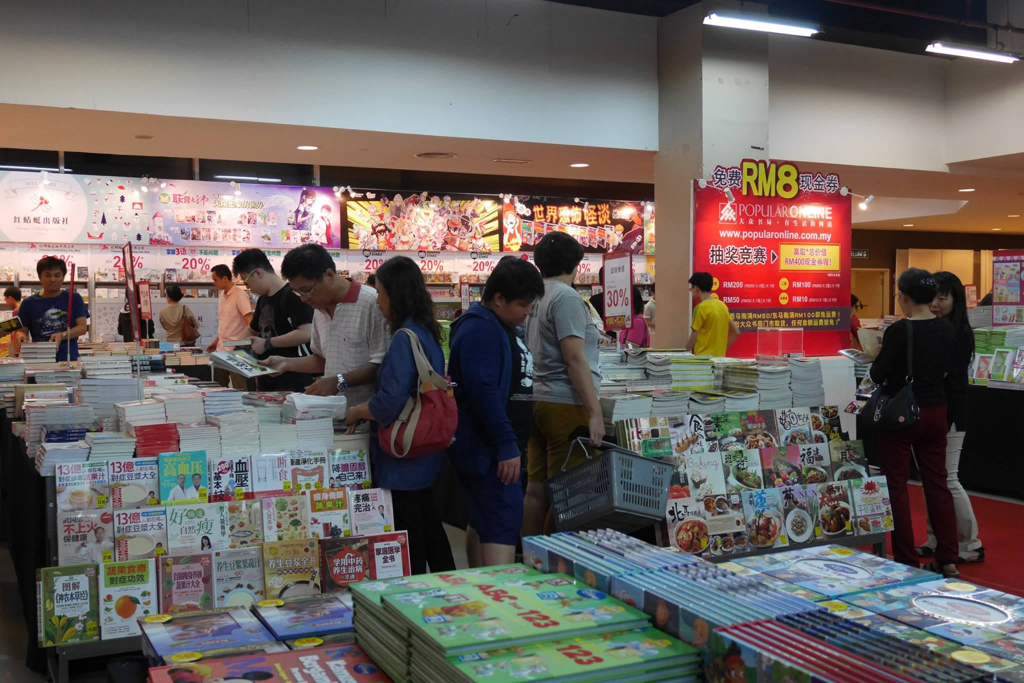 popular-mega-bookfair-kuching-cm091216-002