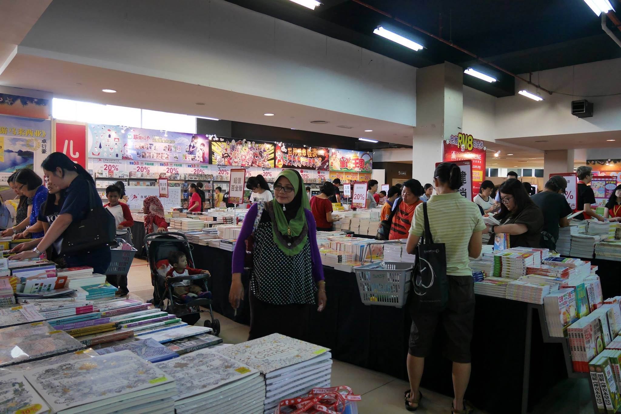 popular-mega-bookfair-kuching-cm091216-018
